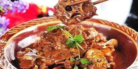 【无需预约,周末节假日通用不加价】59元享门市价279元【老北京羊蝎子】火锅套餐,羊蝎子+鸭血+蔬菜+凉菜,来一场秋日的火锅吧!